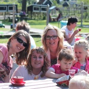 De activiteitencommissie: Limkje de Vries, Chantal Riemersma, Ingrid Kramer en Neeke Moltmaker.